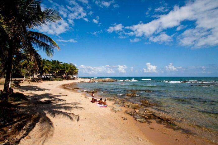 Praia em Itapuã, Salvador - Bahia